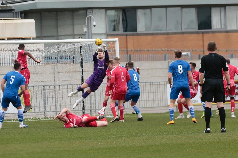 Marine pressurise the Hayes defence in the second half